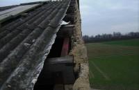 Sturmschaden-Scheunendach-Wellplatten